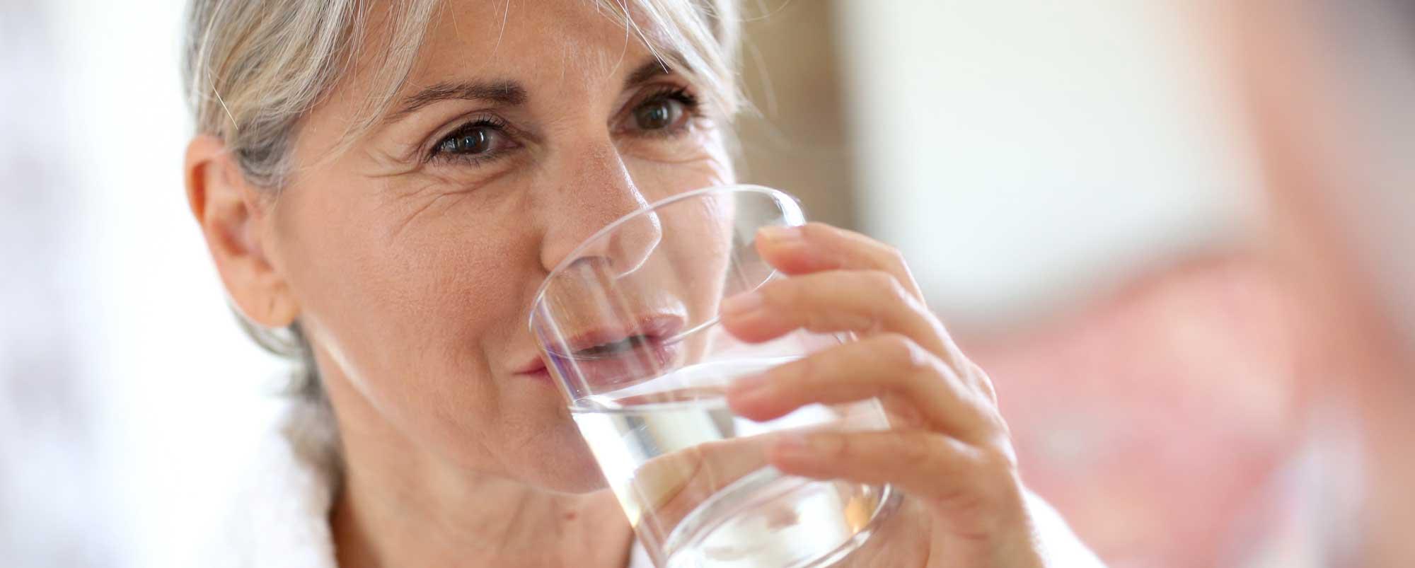 acqua anziani idratazione